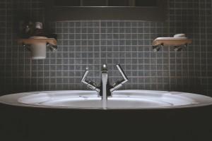 bathroom-690774